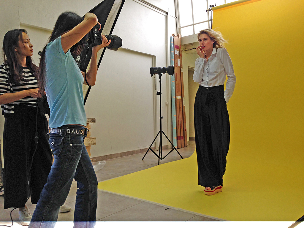Fashion photographer Nahoko Spiess in a Paris studio on a catalog shoot with two Profoto strobes to light the background and a Profoto in a softbox for the keylight.