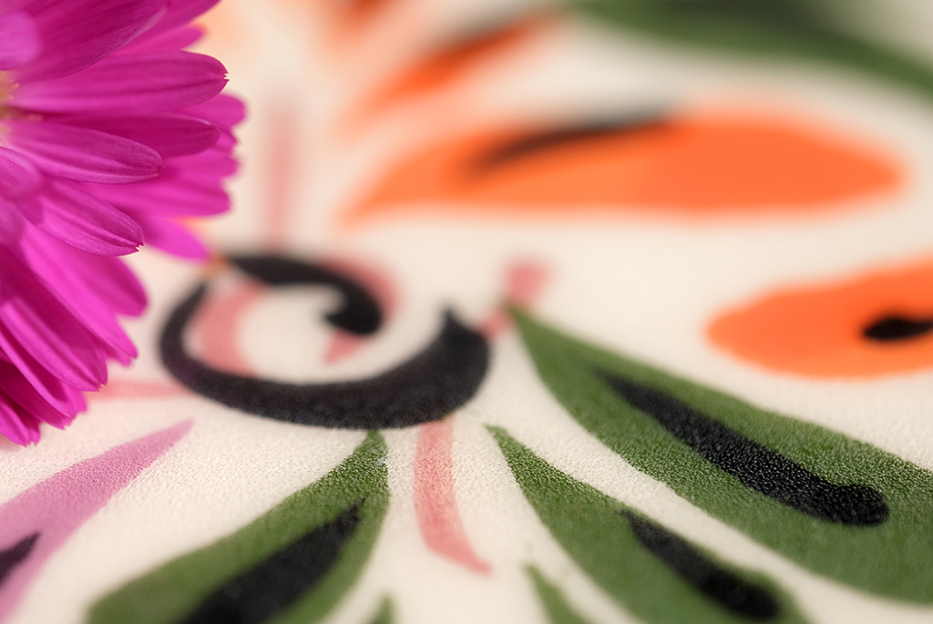 For this close-up of the Mexican bowl, I added a small purple flower to the composition.