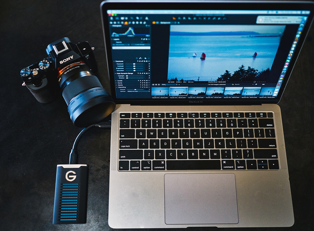 Traveling Light With Mirrorless Cameras