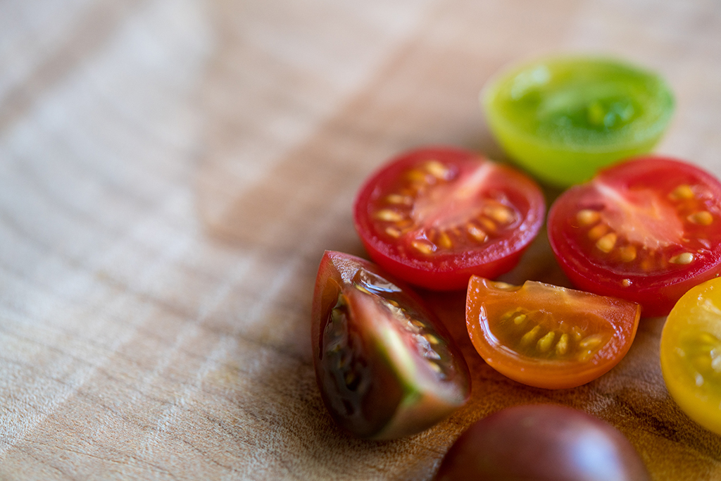 Because of the shallow depth of field in this still life, the top edge of the tomato slice in the foreground is out of focus, which results in an unexceptional photo. Focus stacking could have been helpful in this scenario.