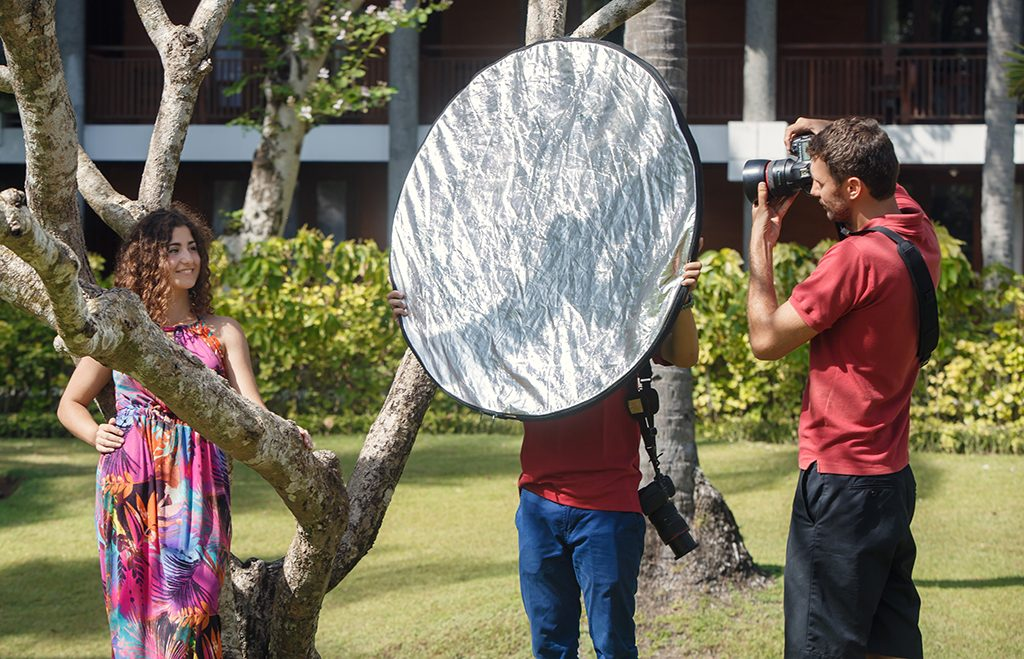 How To Use A Collapsible Light Reflector